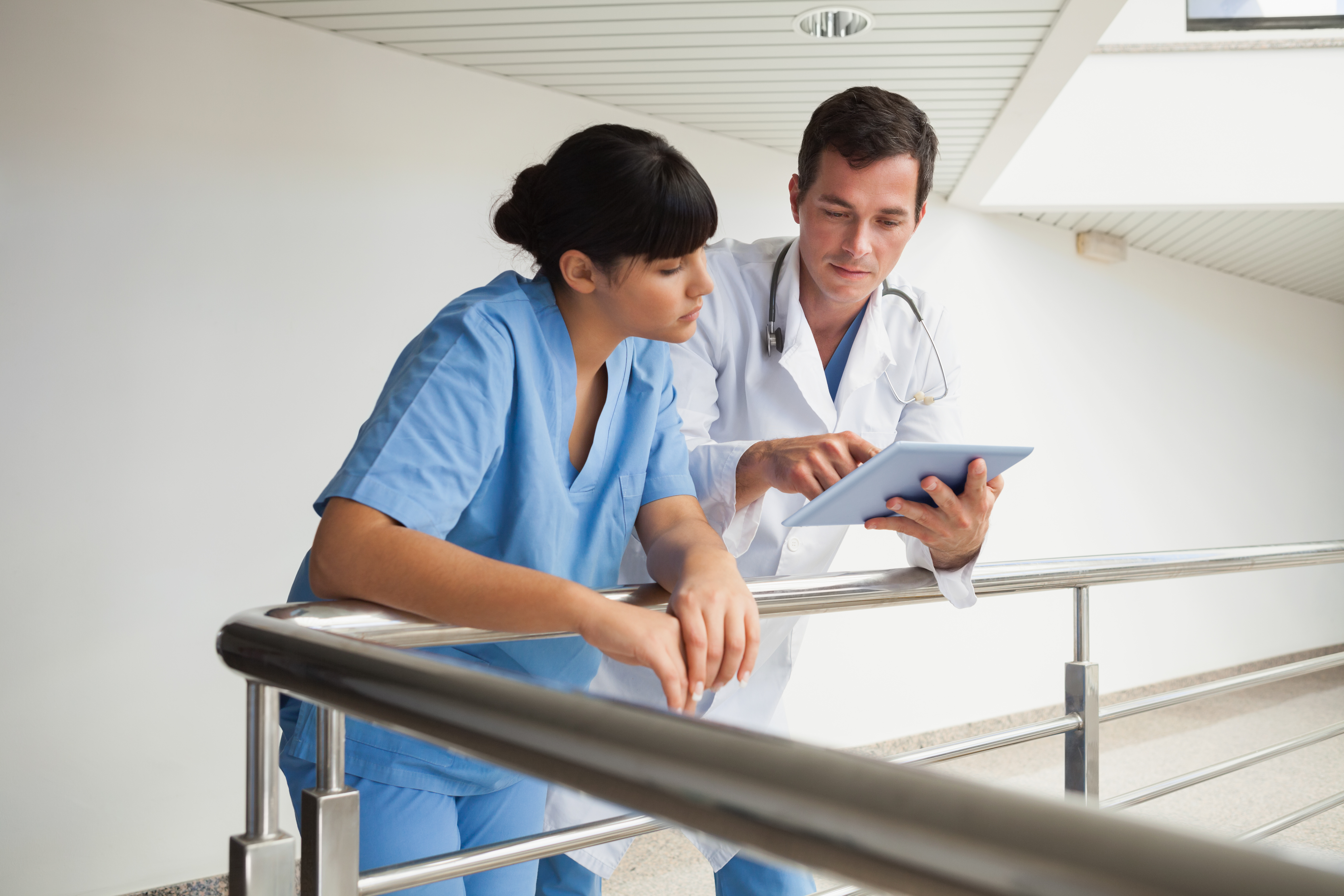 Thinkstock_155783873_doctors with ipad